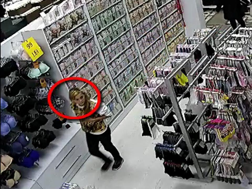 Момент кражи телефона в столичном магазине попал на видео