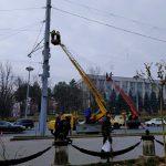 Кишинев начали украшать к новогодним и рождественским праздникам (ФОТО)