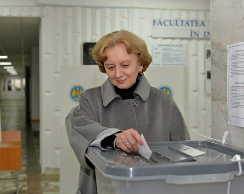 Гречаный проголосовала на референдуме: За 10 лет из Кишинева можно было сделать конфетку! (ВИДЕО)