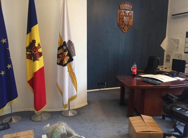 Утром назначение, вечером – кабинет: Сильвия Раду принялась переобустраивать кабинет Дорина Киртоакэ (ФОТО)