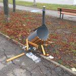 На Рышкановке вандалы разгромили урны, лишь недавно установленные добровольцами (ФОТО)