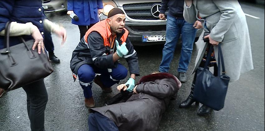 У столичной примэрии на переходе была сбита женщина (ФОТО)