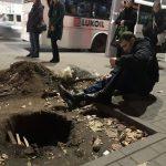 Кишиневец сломал ногу, провалившись в яму на бульваре Штефана чел Маре (ФОТО)