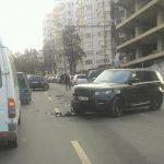 Range Rover и Volkswagen столкнулись утром на Рышкановке (ФОТО)