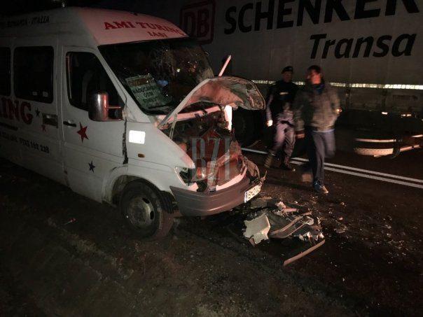 В Румынии молдавская фура столкнулась лоб в лоб с микроавтобусом