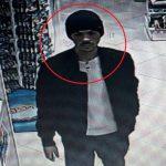 Подозреваемый в краже телефона из столичного магазина оказался снят на видео