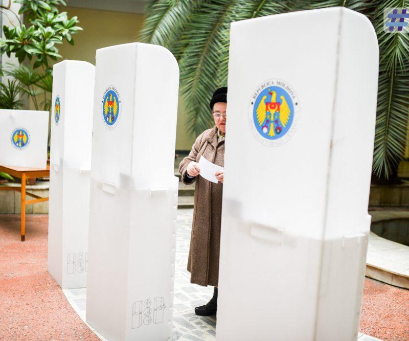 К 15.45 к избирательным урнам вышли более половины необходимого для отставки Киртоакэ числа горожан