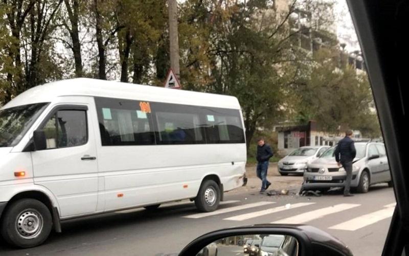 В столице произошло ДТП с участием маршрутки
