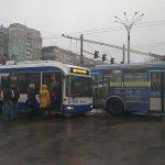 На Ботанике многие троллейбусы встали из-за отключения электричества (ФОТО)