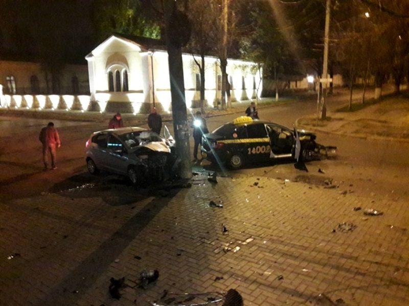 В столице произошло серьезное ДТП с участием такси (ФОТО)