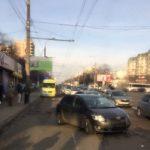 На Буюканах трех девушек сбила машина на тротуаре