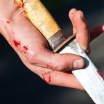 Пьяный бендерчанин исколол ножом и любовницу, и себя на глазах у детей