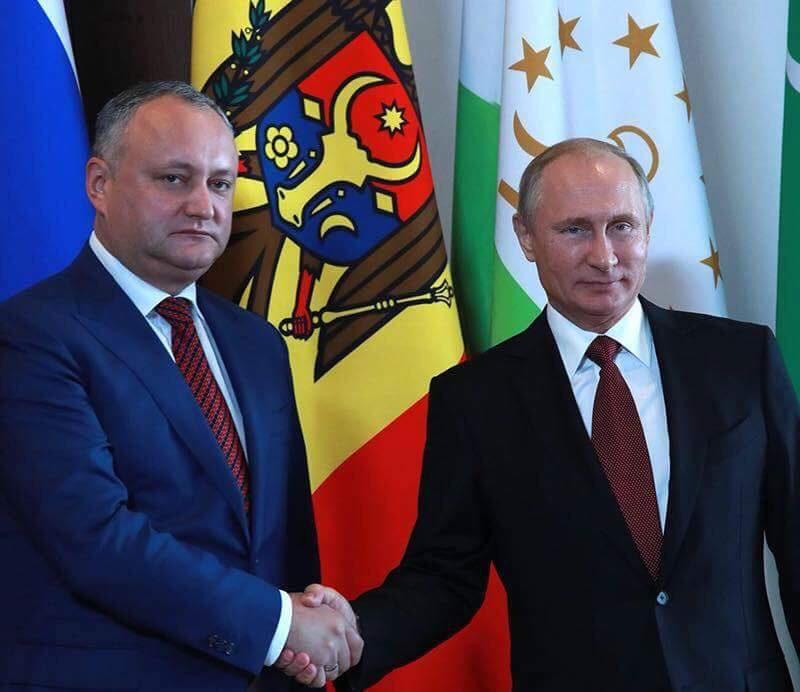 Путин пригласил Додона принять участие в неформальном саммите руководителей стран-участниц СНГ