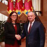 Додон предложил европейскому комиссару пересмотреть Соглашение о свободной торговле с ЕС