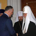 Додон поздравил патриарха Кирилла с днем рождения и пригласил его в Молдову