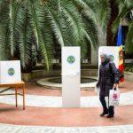 Самый экзотический избирательный участок в Кишиневе показали на фото