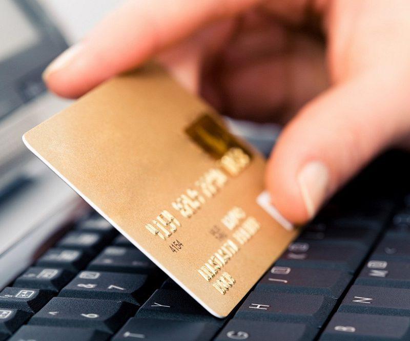 Молдаване предпочитают расплачиваться наличными, а не картой: в 2018 году банкоматы выдали около 45 млрд леев (ВИДЕО)