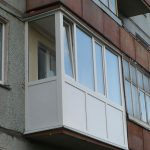 Житель Бендер разбился при падении с балкона