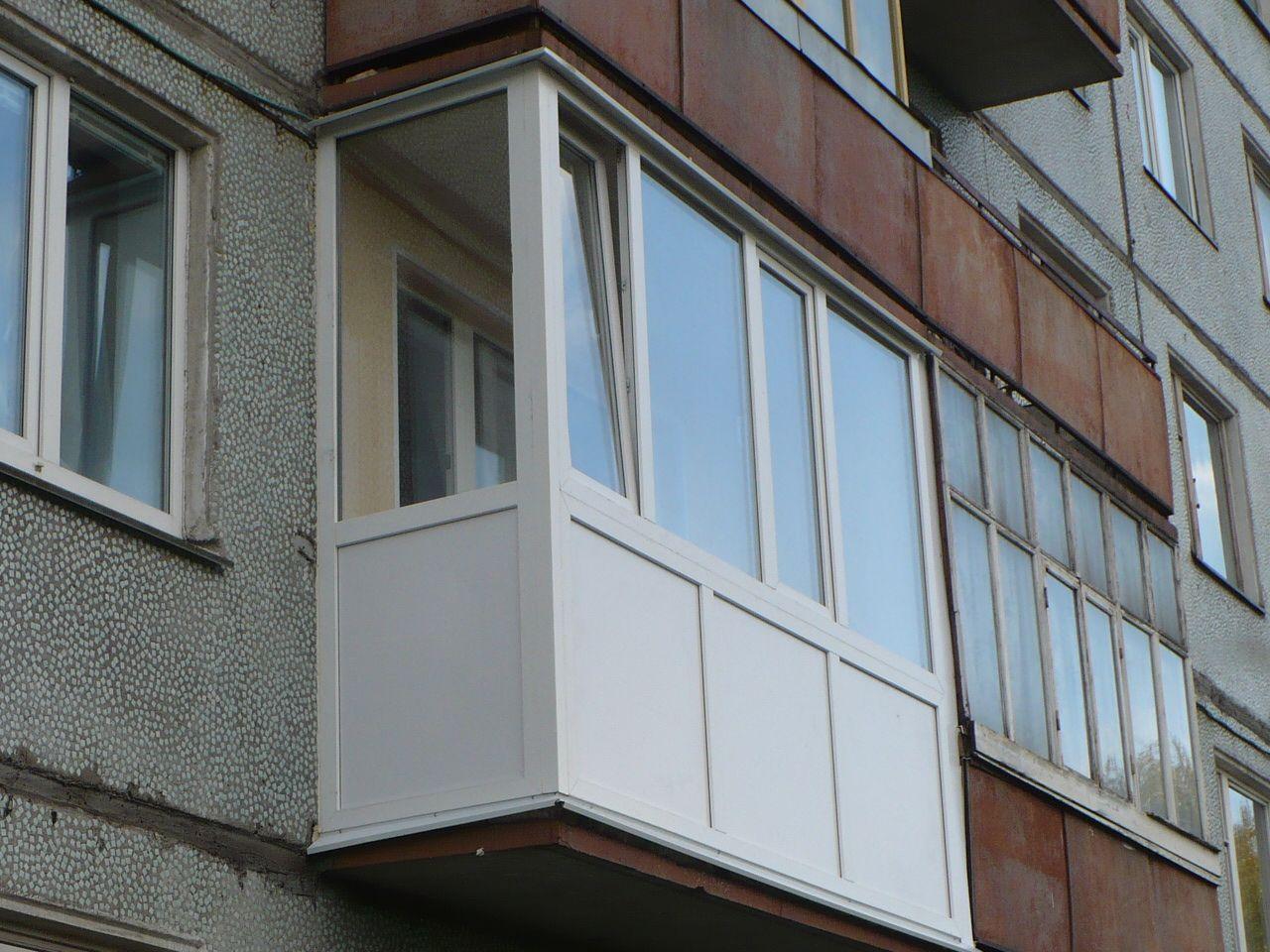 В Рыбнице пьяные сожители решили покинуть квартиру через балкон, но сорвались