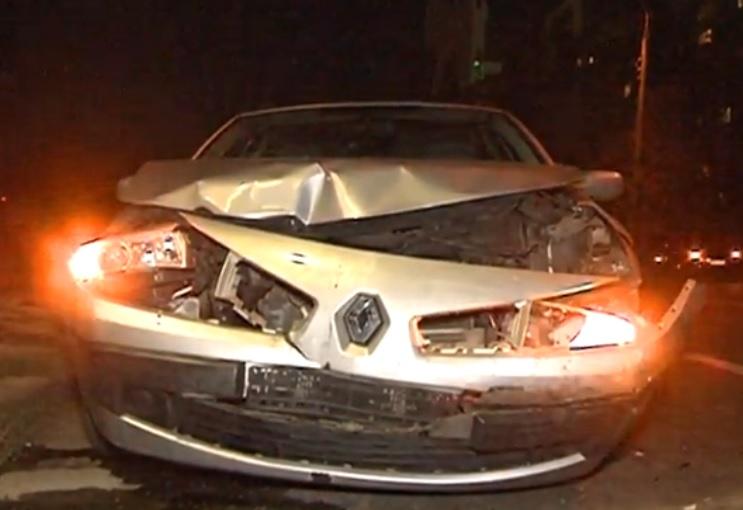 В вечернем ДТП в Кишиневе серьезно пострадали два автомобиля (ВИДЕО)