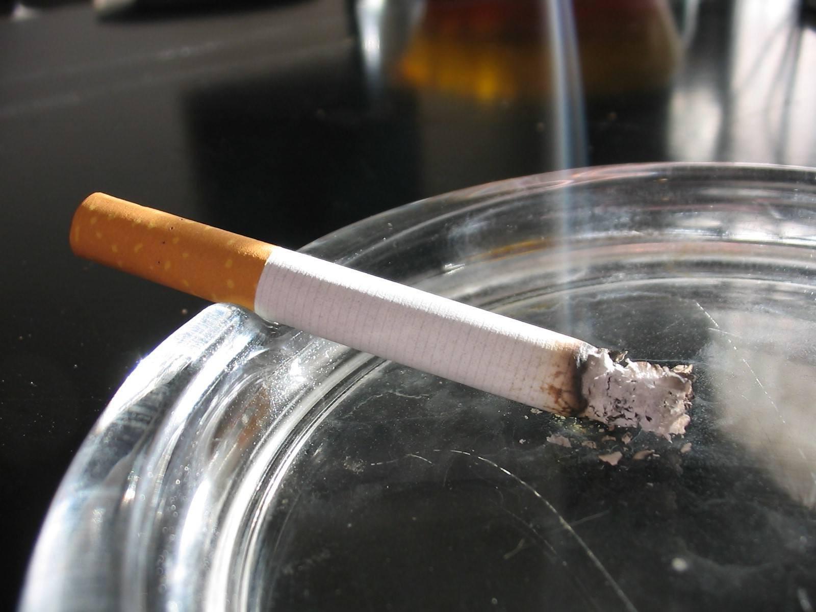 В Приднестровье пенсионер забыл потушить сигарету и подпалил соседей