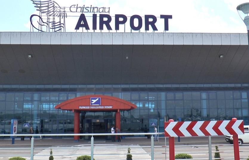 Молдаванка намеревалась лететь в Дублин с полным чемоданом сигарет (ФОТО)