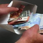 Мужчина требовал от женщины 9 тысяч евро за избавление ее мужа от тюрьмы