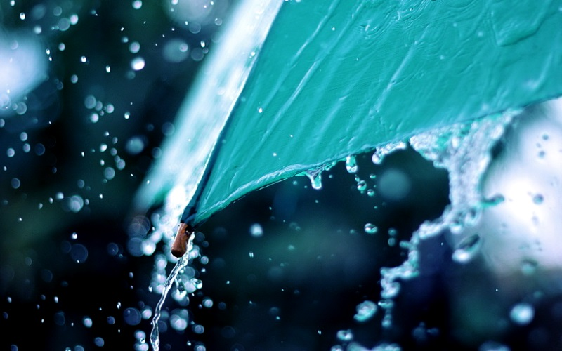 На севере страны прошлась стихия: из-за сильного дождя улицы превратились в реки (ВИДЕО)