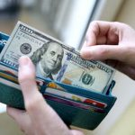 Жительница Бендер хотела обменять на рубли фальшивую купюру в 100 долларов