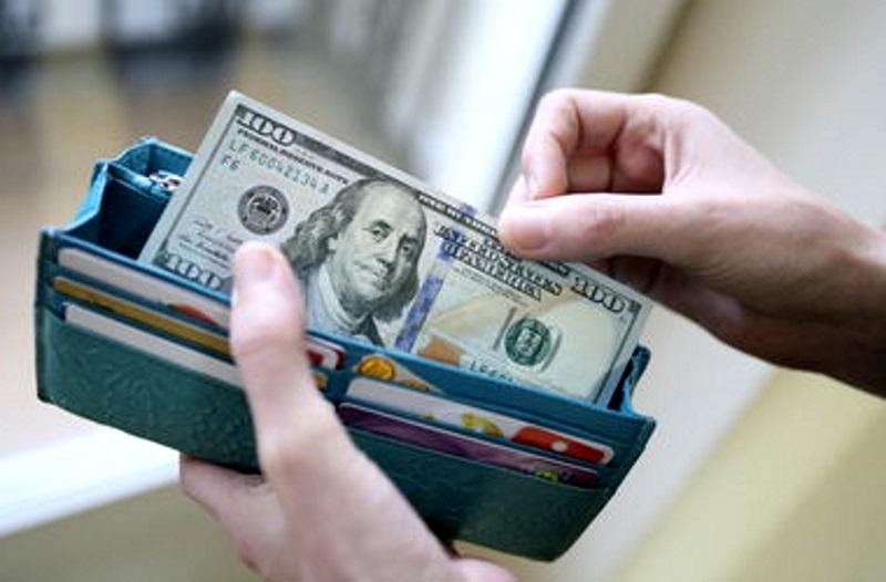 В Рыбнице молодому человеку «подсунули» фальшивые 100 долларов