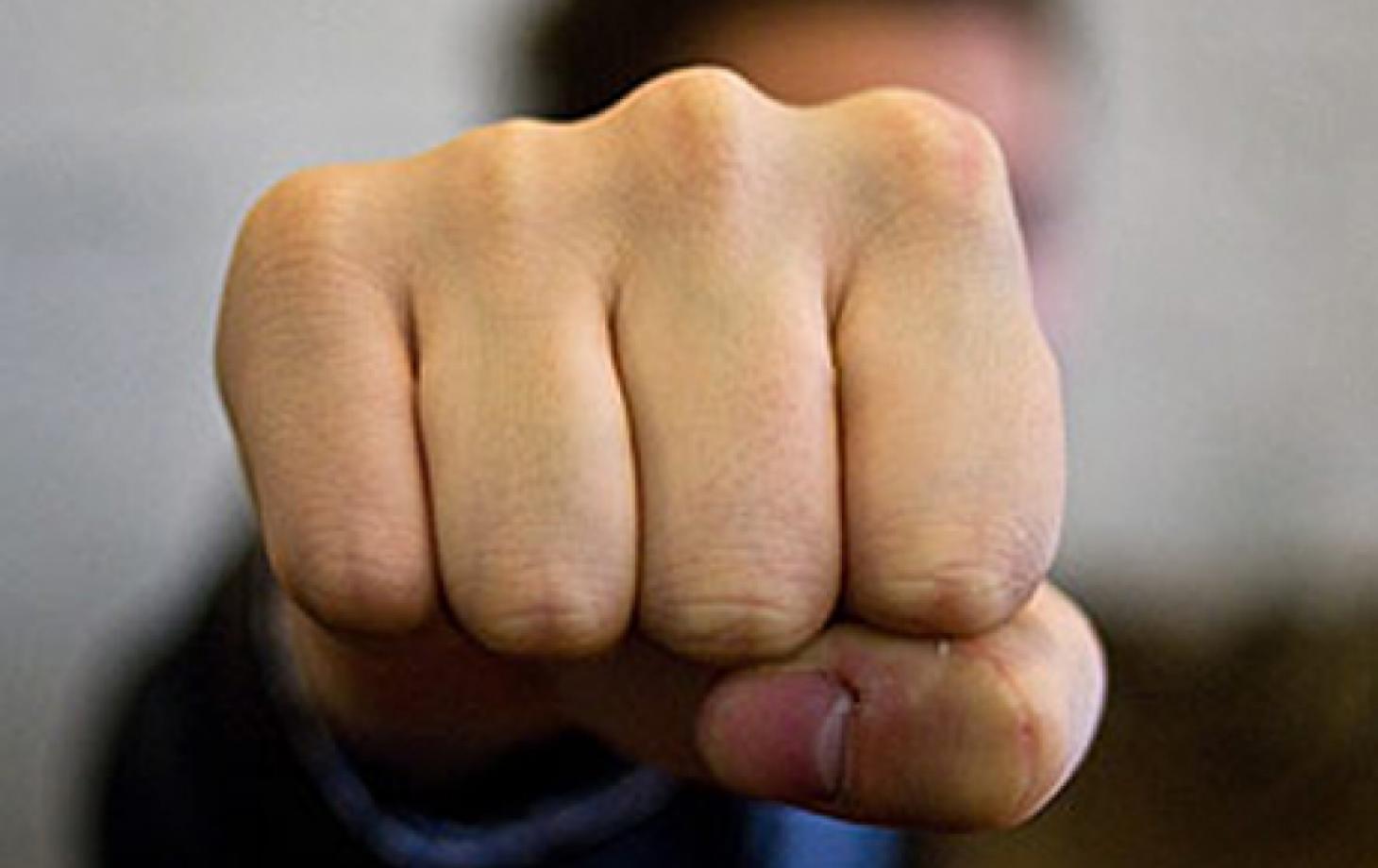 В Каменке пенсионер избил палкой до больничной койки мужчину вдвое младше себя