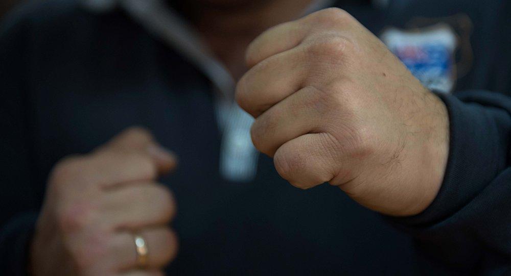 Сначала обогрели, потом избили: супруги поколотили односельчанина