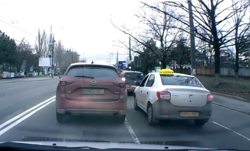 Известная журналист и водитель такси не поделили дорогу в Кишиневе (ВИДЕО)