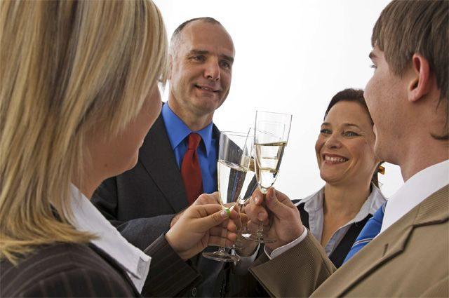 Как остаться трезвым на корпоративном празднике. Полезные советы