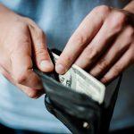 В Приднестровье ушлый покупатель унес портмоне продавца