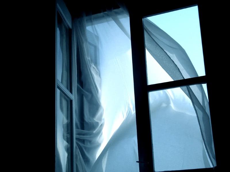 В Приднестровье в выходные из окон выпали два человека