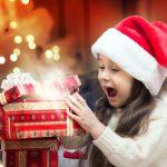 Новогодние подарки детям: будьте внимательны к тому, что попадает в руки малышей!