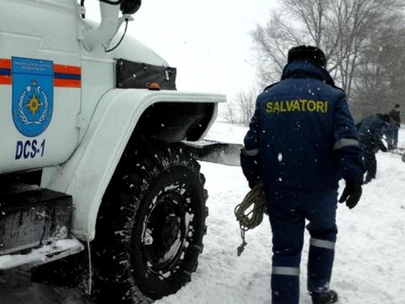 Непогода вынудила автовладельцев обратиться за помощью к спасателям