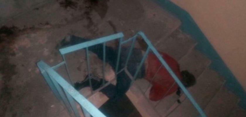 Мертвый мужчина был обнаружен на лестнице жилого дома на Чеканах