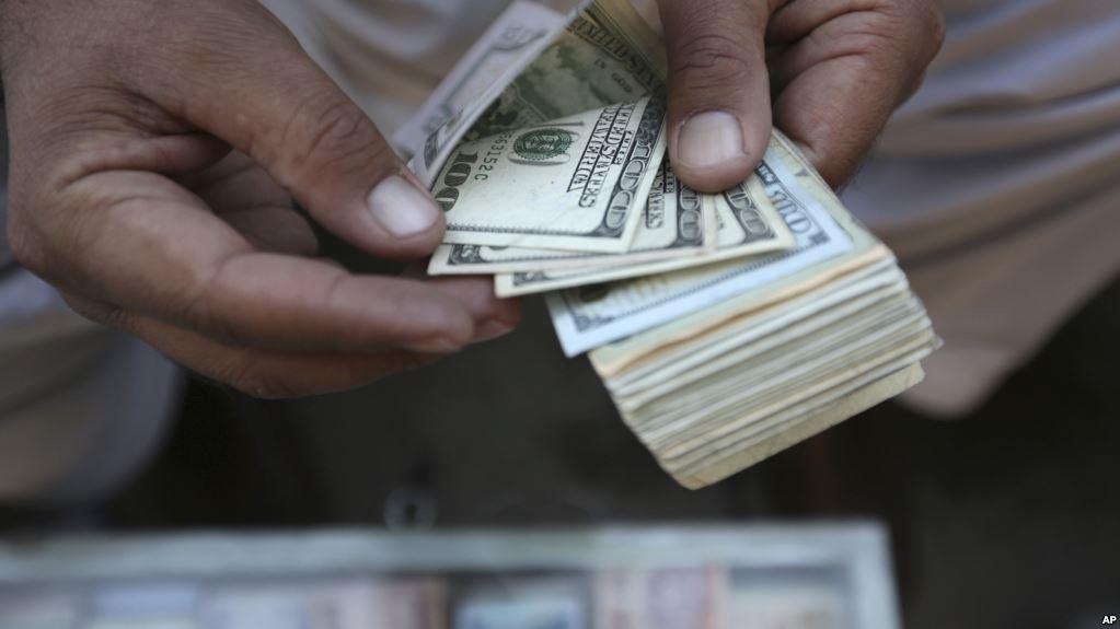 Двое молдаван вымогали с бизнесмена 380 тысяч евро