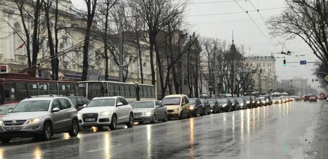 """Предновогодние адские пробки """"накрыли"""" Кишинев (ФОТО)"""