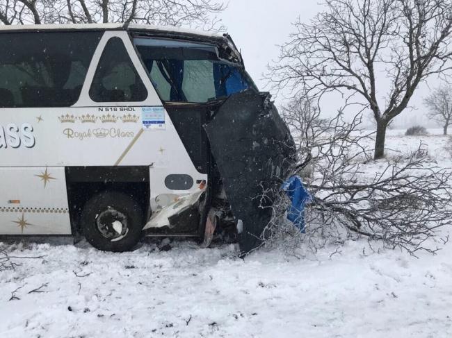"""Первый снегопад открыл счет """"зимним"""" авариям: пострадали 2 человека (ФОТО)"""