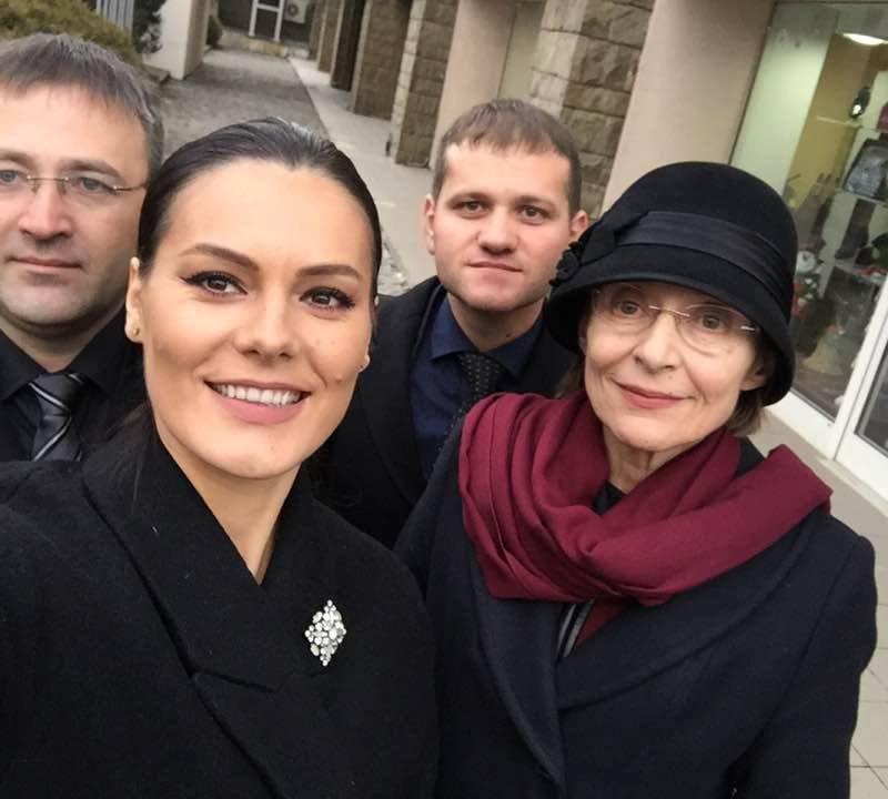 Улыбки, селфи и отсутствие Киртоакэ: молдавские либералы отличились на похоронах короля Михая (ФОТО)