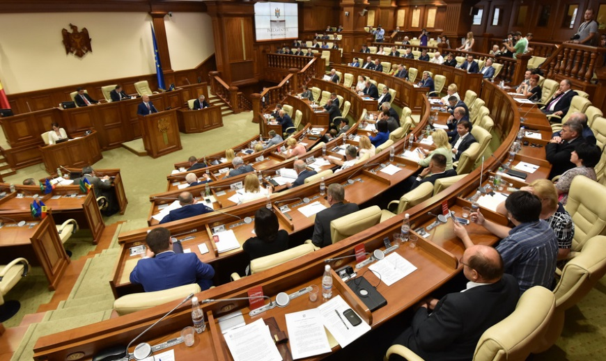 Госбюджет Молдовы на 2018 год с огромным дефицитом приняли, несмотря на критику социалистов