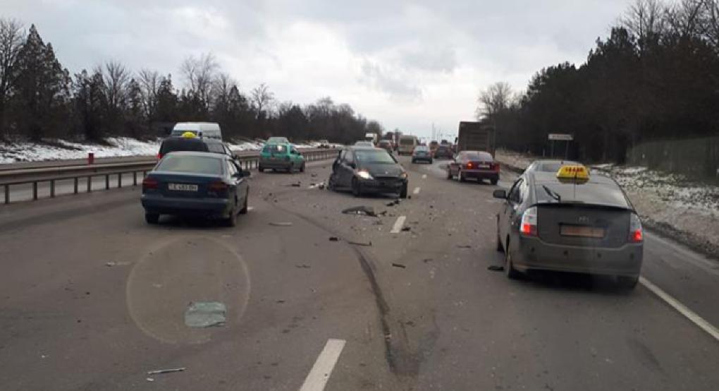 Серьезная авария с участием нескольких машин произошла у Ставчен (ФОТО)