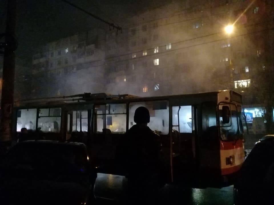 В Кишиневе загорелся троллейбус: пассажиры чудом не пострадали (ФОТО)