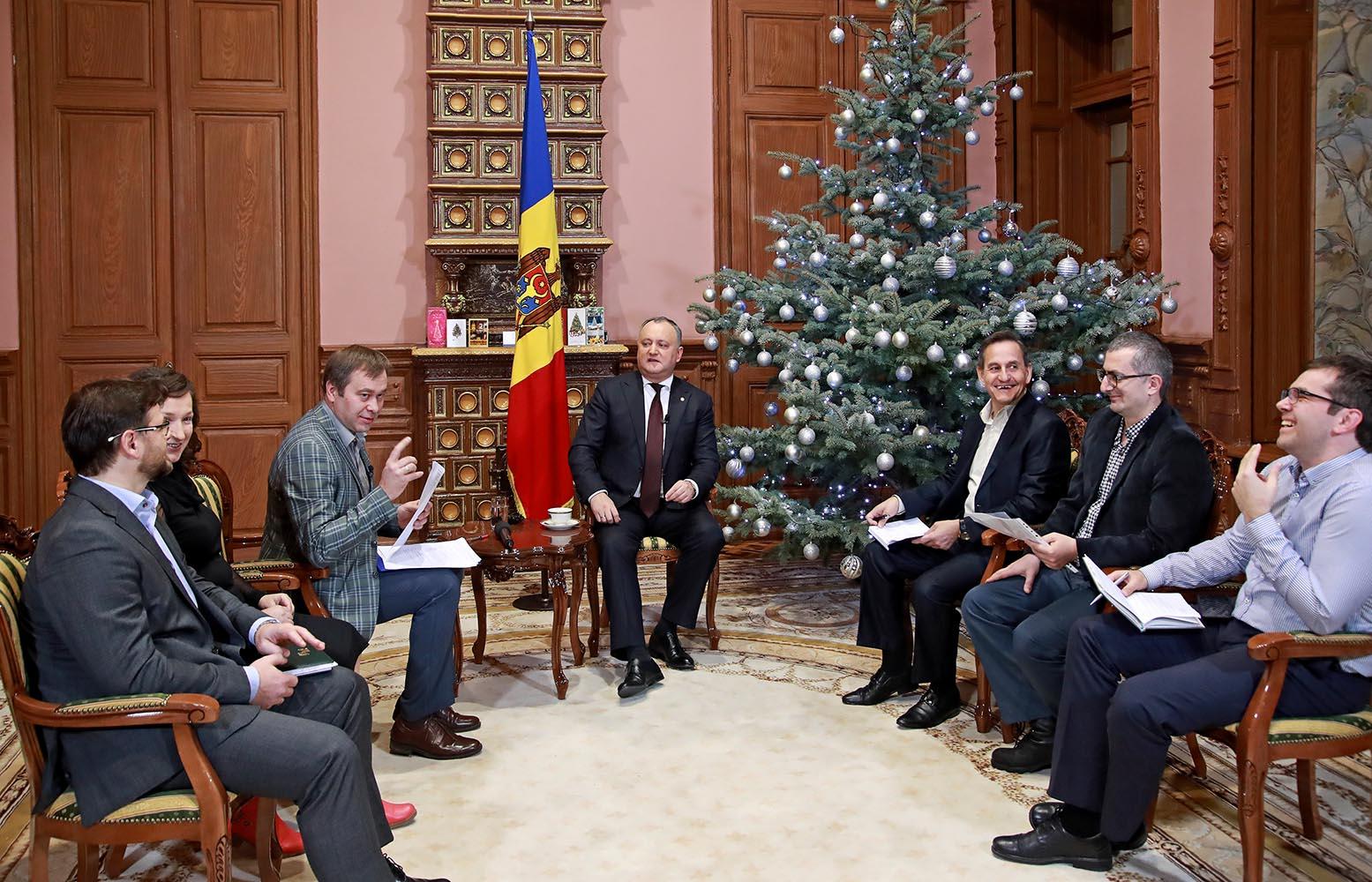 Президент дал интервью в прямом эфире иностранным журналистам (ВИДЕО)