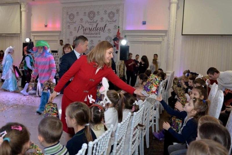 Первая леди страны вручила новогодние подарки около 120 детям в Бельцах (ФОТО)