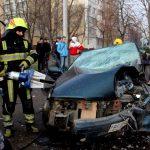 В столице водитель оказался заблокирован в разбившейся в хлам машине (ФОТО)
