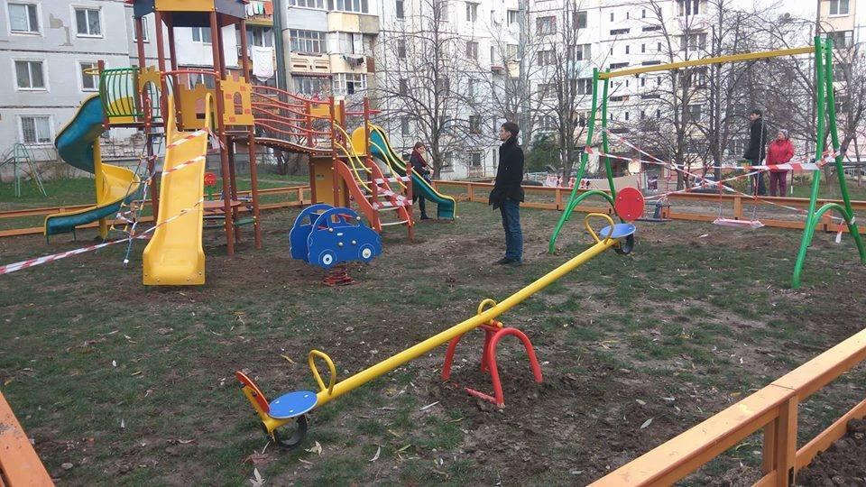 По инициативе социалистов в Кишиневе начали устанавливать новые детские площадки